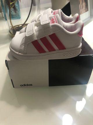 Zapatillas Adidas número 19 nuevas sin estrenar