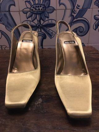 Zapatos de tacón Ecoral dorados