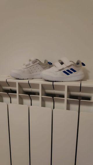 zapatillas de niño Adidas talla 20