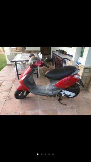 Moto Piaggio zip 4t.