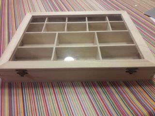 4 Cajas con compartimentos.Tapa cristal.2 cierres.