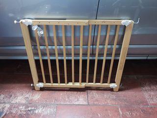 Barrera de madera para escaleras