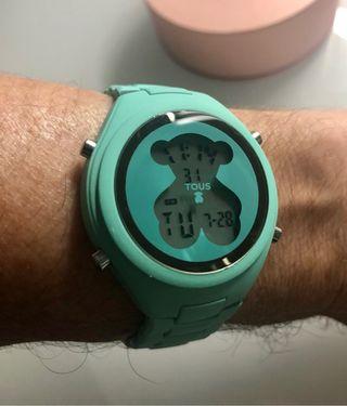 Reloj digital de acero en color turquesa