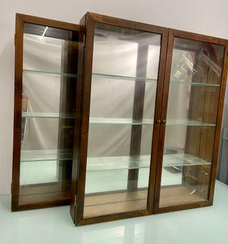 Vitrina de madera maciza de ROBLE, espejo y baldas