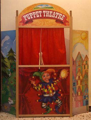 Teatro de marionetas de madera con marionetas