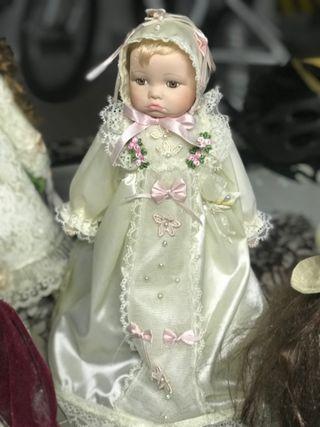 Muñeco de porcelana antigua