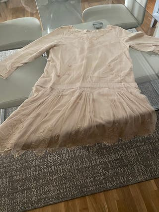 Vestido de Zara Tull bordado