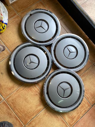 Tapacubos de Mercedes Benz