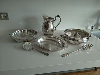 Jarra, bandeja bañados de plata