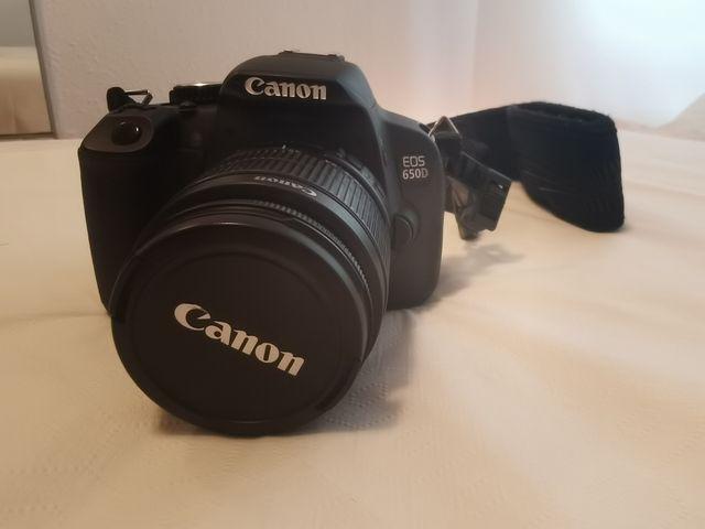 Cámara reflex digital Canon 650D + kit
