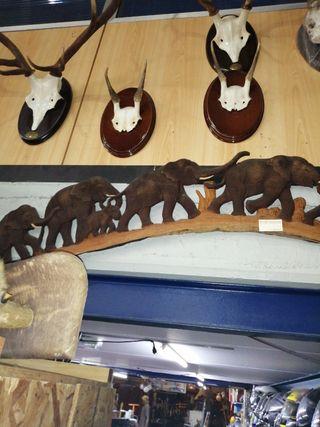 talla de madera elefantes