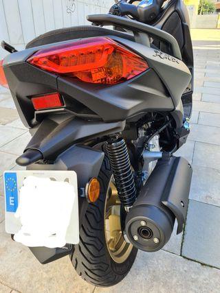 Yamaha x max 1 mes de uso