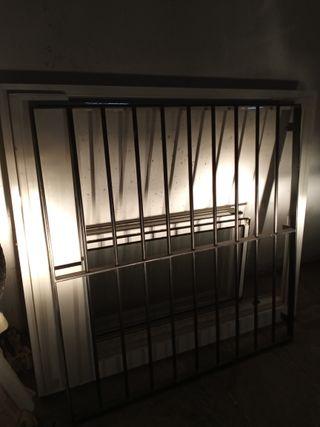Ventana Aluminio con persiana, Reja de hierro y mo