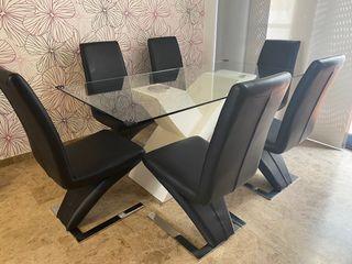 Conjunto de mesa y 6 sillas