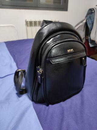 mochila negra Misako