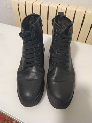 zapatos negros planos, botines