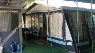 Caravana instalada en camping sirena dorada