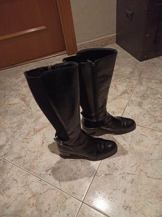 bota piel negra