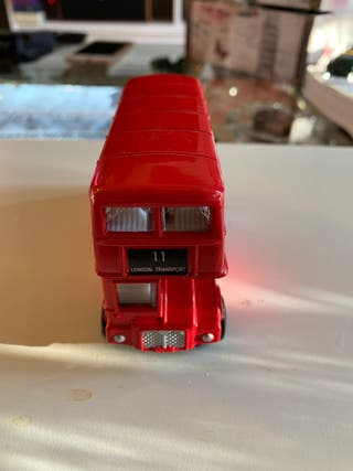 Autobús Inglés, en hierro