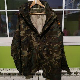 chaqueta impermeable ejército español