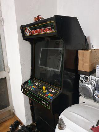 maquina recreativo con ordenador y juegos