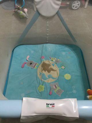 Parque infantil cuadrado de la marca Brevi