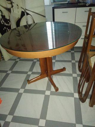 Juego de mesa de madera redonda y cuatro sillas