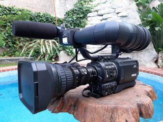 Camara de video marca JVC MiniDV modelo GY- HD110