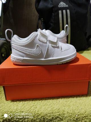 botines Nike niño o niña talla 18,5