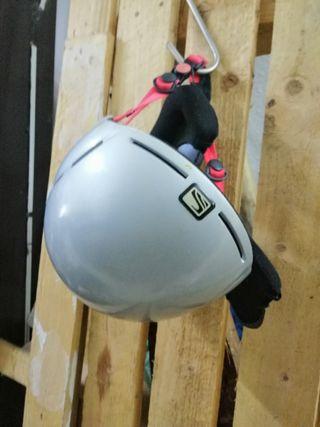 casco de esquí..