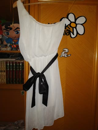 Vestido blanco con lazo negro