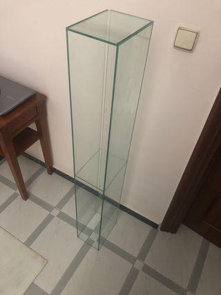 Estanteria de cristal