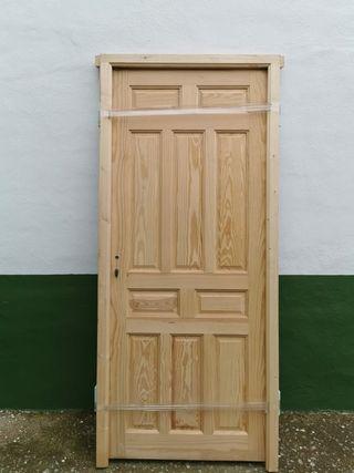 puerta de madera de movila