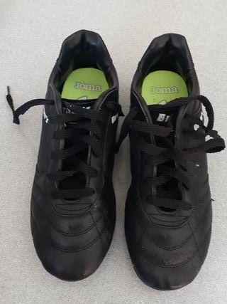 Calzado bota de tacos futbol