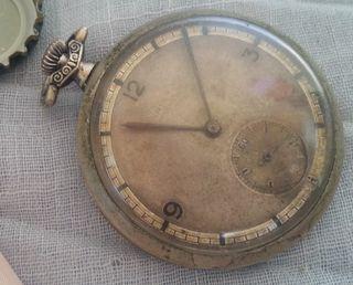 Reloj antiguo de bolsillo. Tres capas