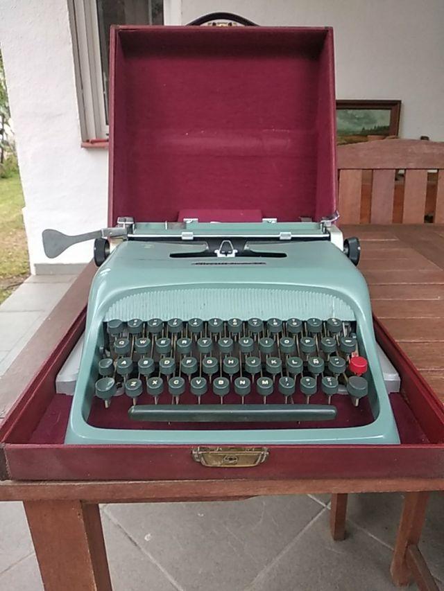 Maquina de escribir Olivetti Studio 44