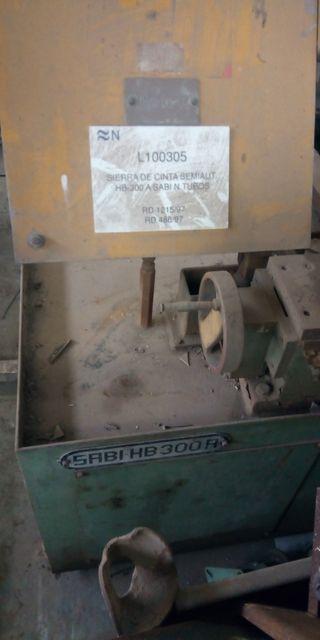 Sierra de cinta semiautomatica