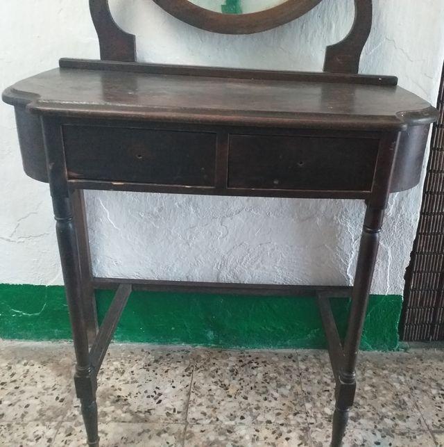 entradita de madera antigua con espejos