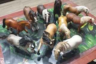Surtido de caballos