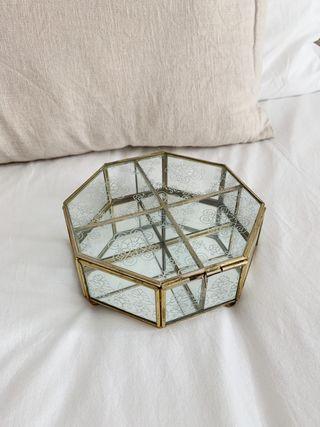 Joyero de cristal con espejo