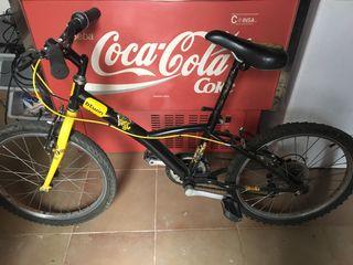 Bicicleta negra y amarilla