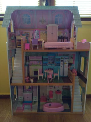 Casa de muñecas de madera 117 x 82cm + accesorios