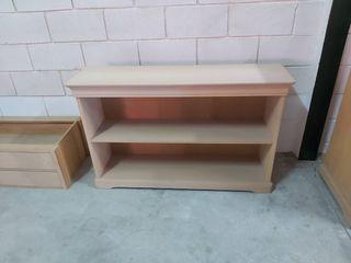 Mueble de madera de haya en crudo