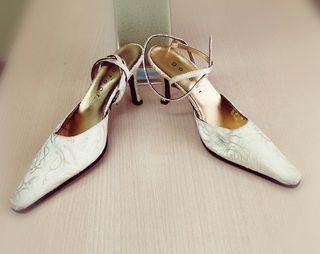 Zapatos de fiesta con tacón color nude