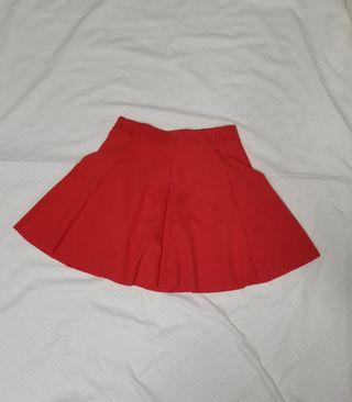 Falda de tablas roja