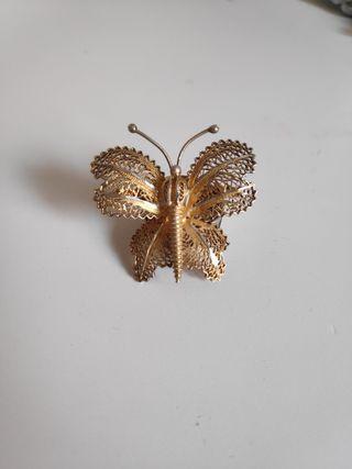 Broche mariposa plata dorada