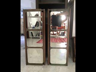Dos armarios con espejos