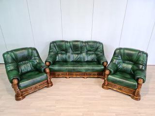 Sofas Verdes de Piel Rusticos y Madera de Roble