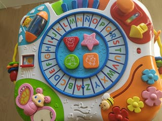 Mesa de actividades para bebes