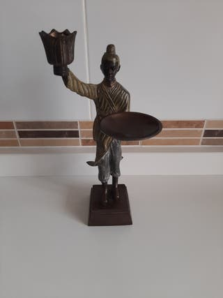 Figura bronce oriental